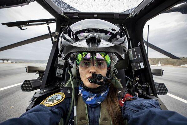 Türkiye'nin ilk kadın taarruz helikopter pilotu: Özge Karabulut - Sputnik Türkiye