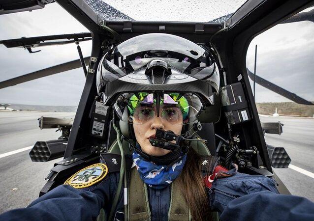 Polis havacılık ekipleri, dünyada hiçbir polis teşkilatında bulunmayan taarruz sınıfı helikopteriyle teröristlerle sıcak çatışmalarda helikopterle doğrudan saldırı gücüne sahip oldu. Aynı zamanda Emniyet Havacılık Daire Başkanlığında Atak helikopterini kullanan personel konusunda da ilk yaşandı. Başkanlık bünyesinde görev yapan 28 yaşındaki Pilot Komiser Yardımcısı Özge Karabulut, 9 haftalık eğitimleri başarıyla tamamlayarak Atak helikopterinin kokpitine oturmayı hak etti. Karabulut, bu başarısıyla Türkiye'nin ilk kadın taarruz helikopter pilotu olarak tarihe geçti.