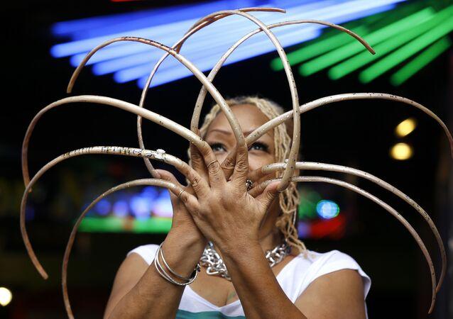 ABD'li rekortmen Ayanna Williams 30 yıl sonra tırnaklarını kesti