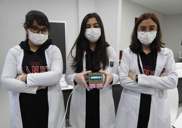 Gaziantepli öğrencilerden düşük maliyetli korona testi