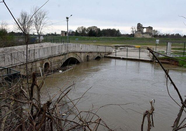 Tunca Nehri bir haftada 4 kat arttı