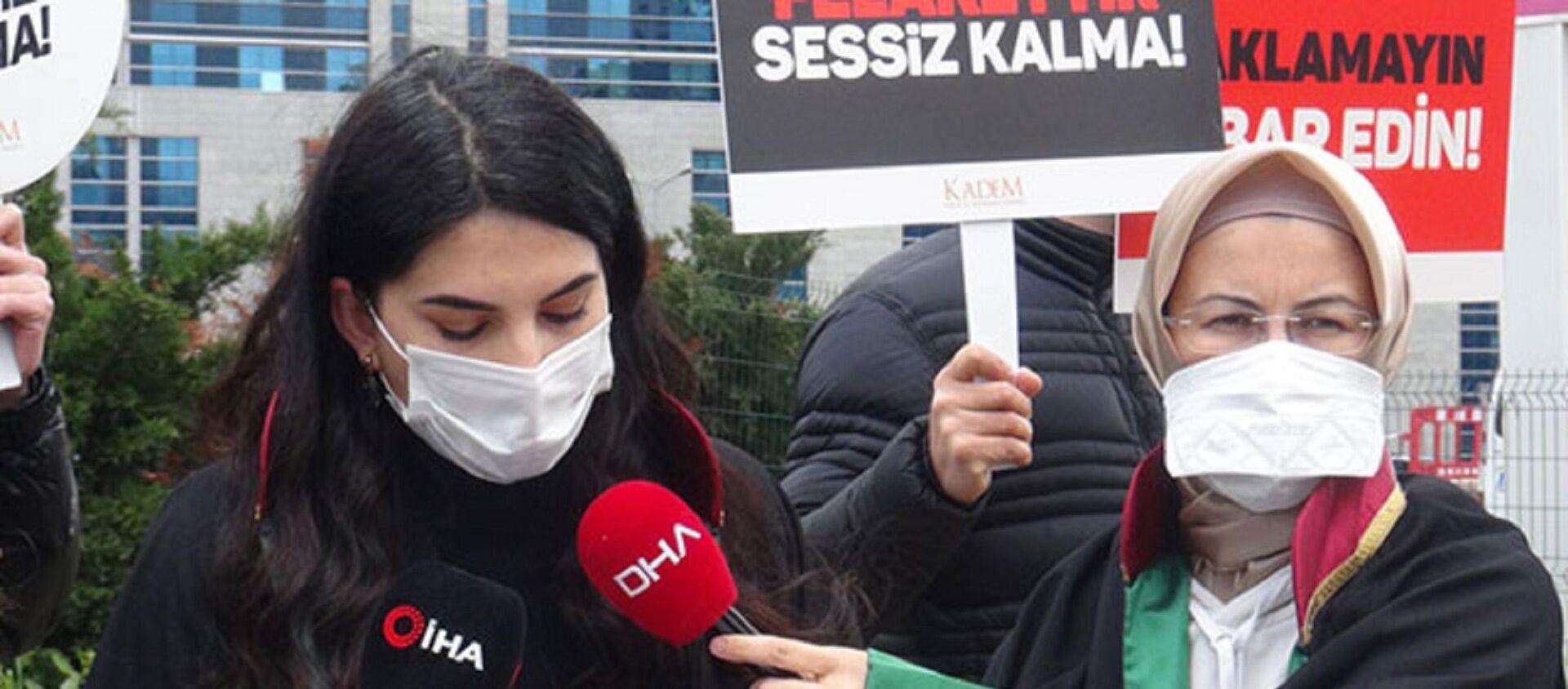 Kadın ve Demokrasi Derneği (KADEM) adına açıklama yapan Avukat Berivan Koca  - Sputnik Türkiye, 1920, 09.04.2021
