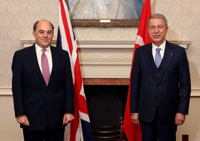 Milli Savunma Bakanı Hulusi Akar'ın İngiltere Savunma Bakanı Ben Wallace'ın davetlisi olarak Londra'ya gerçekleştirdiği ziyaret