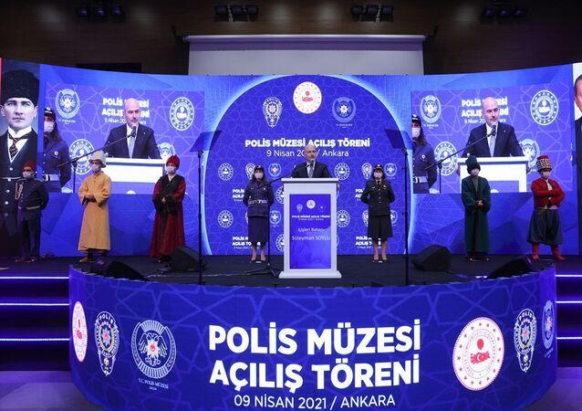 İçişleri Bakan Süleyman Soylu, EGM Sosyal Hizmetler ve Sağlık Daire Başkanlığı, Şehit Demet Sezen Konferans Salonu, Dikmen'de Polis Müzesi Açılış Törenine katılarak bir konuşma yaptı.