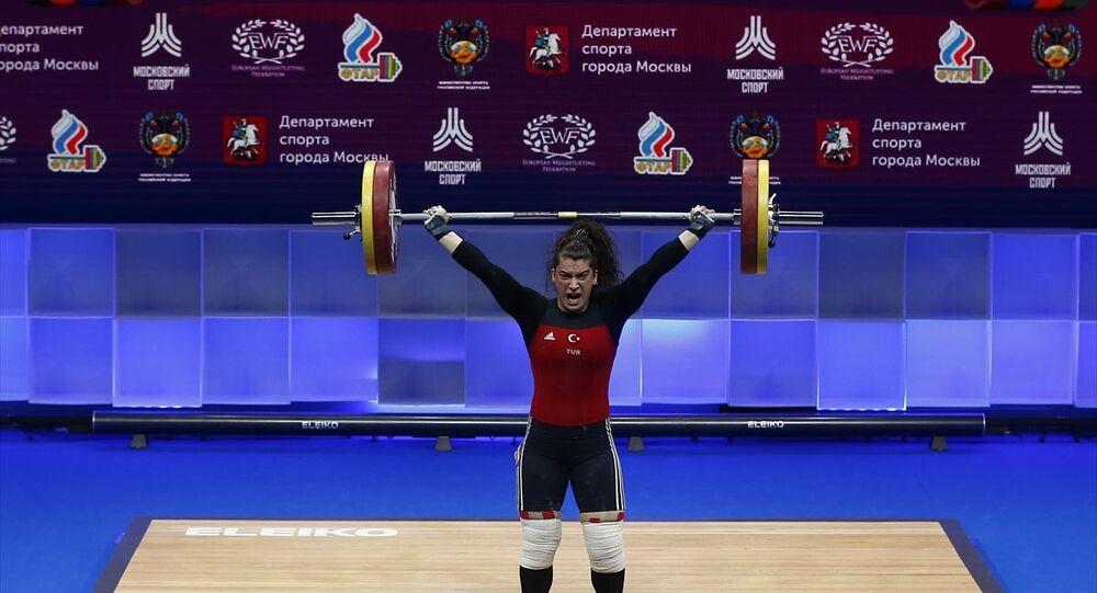Rusya'nın başkenti Moskova'da devam eden Büyükler Avrupa Halter Şampiyonası'nda finalde 81 kilo kadınlarda Türk sporcu Rabia Kaya mücadele etti.