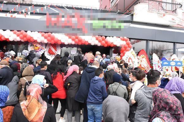 Sivas'ta açılışında sosyal mesafe kuralının ihlal edildiği market, 4 gün süreyle mühürlendi.