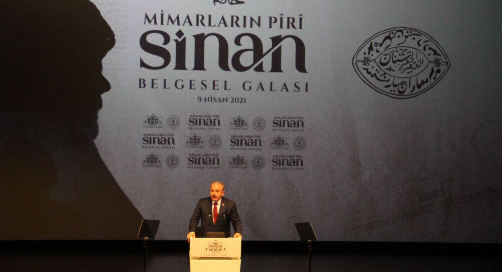 """Yenilenen Atlas Sineması'ndaki 'Mimarların Piri Sinan' isimli belgeselin galasına katılarak, gala öncesinde açıklamalarda bulunan İstanbul Valisi Ali Yerlikaya, """"Çok sevdiğimiz mimarımızı, bu nesle doğru aktarmak için bir belgesel film yaptık"""" dedi."""