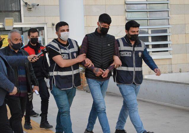 Elazığ'da kız arkadaşını bıçaklayarak öldürdüğü iddiasıyla gözaltına alınan şüpheli tutuklandı.