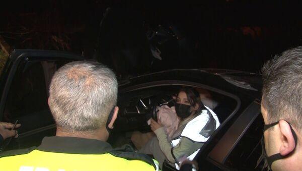 Kartal'da alkollü sürücü kaza yaparak yoldan çıktı. Polis ekiplerine sürücü olmadığını söyleyen şahıs aracı arkadaşının kullandığını iddia etti. - Sputnik Türkiye