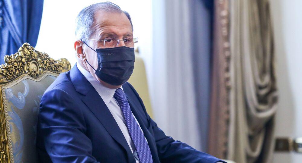 Kahire'de Mısır Cumhurbaşkanı Abdulfettah el Sisi görüştükten sonra Dışişleri Bakanı Samih Şukri'yle bir araya gelen Lavrov, mevkidaşıyla ortak basın toplantısı düzenledi.