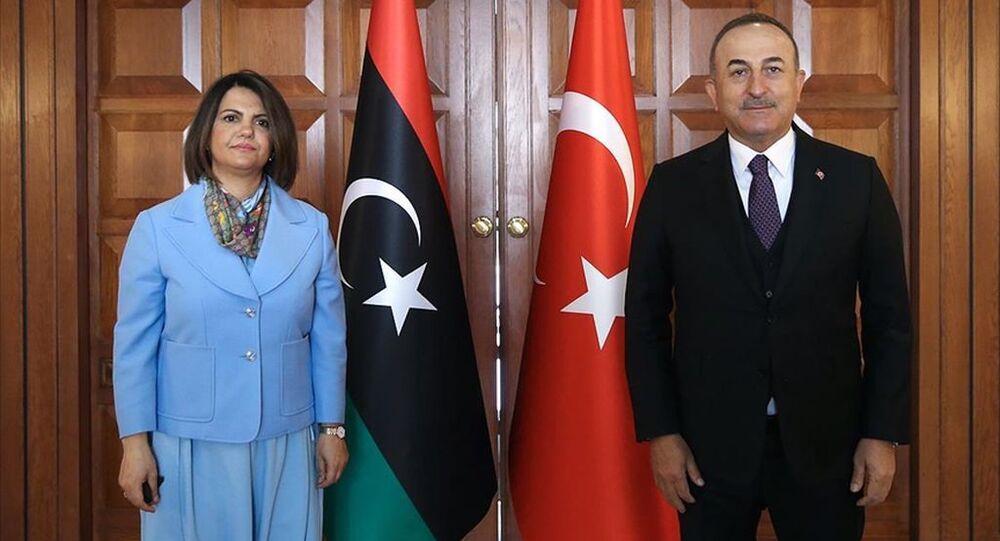 Dışişleri Bakanı Çavuşoğlu, Libyalı mevkidaşı Necla el-Menguş'la bir araya geldi