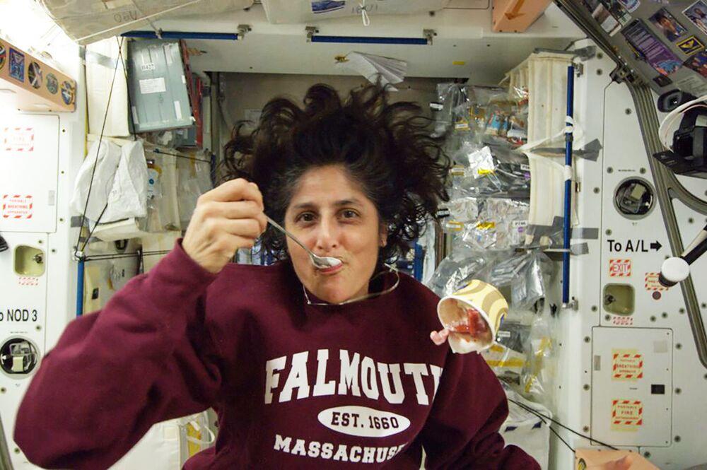 ABD'li astronot Sunita Williams, dondurma yerken