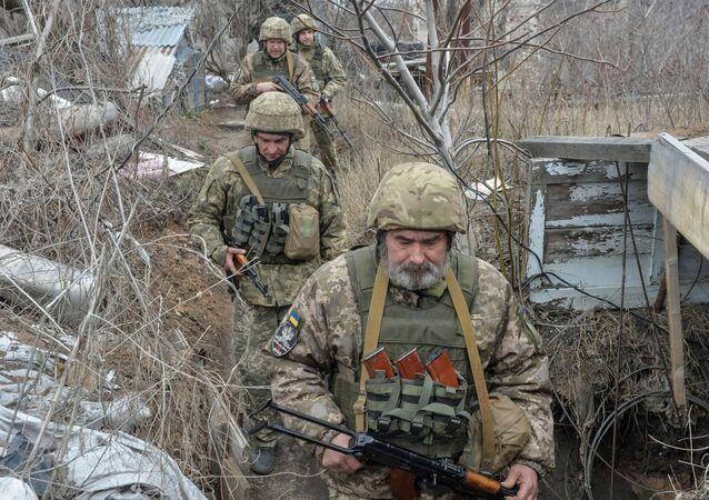Donetsk yakınlarındaki Ukrayna askerleri