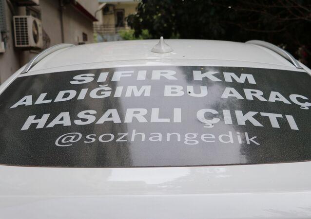 Sıfır kilometre lüks cipe astığı 'Hasarlı çıktı' yazısıyla Türkiye'yi dolaşıyor