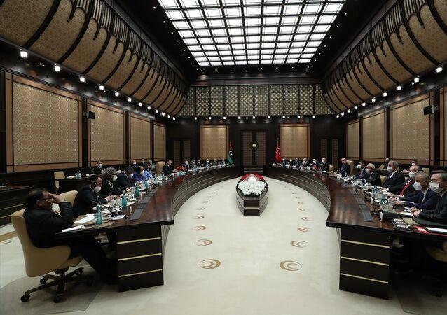 Cumhurbaşkanı Recep Tayyip Erdoğan, Libya Milli Birlik Hükümeti Başbakanı Abdülhamid Dibeybe ile Türkiye-Libya Yüksek Düzeyli Stratejik İşbirliği Konseyi oturumuna katıldı.