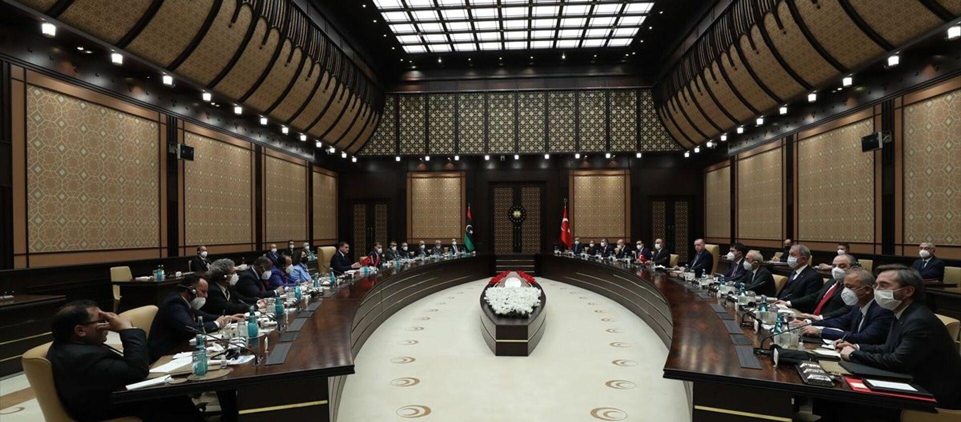 Cumhurbaşkanı Recep Tayyip Erdoğan, Libya Milli Birlik Hükümeti Başbakanı Abdülhamid Dibeybe ile Türkiye-Libya Yüksek Düzeyli Stratejik İşbirliği Konseyi oturumuna katıldı. - Sputnik Türkiye, 1920, 12.04.2021