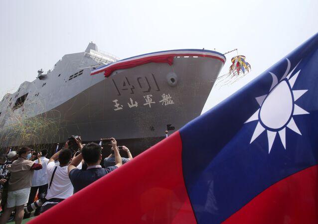 Tayvan yeni amfibi savaş gemisini denize indirdi