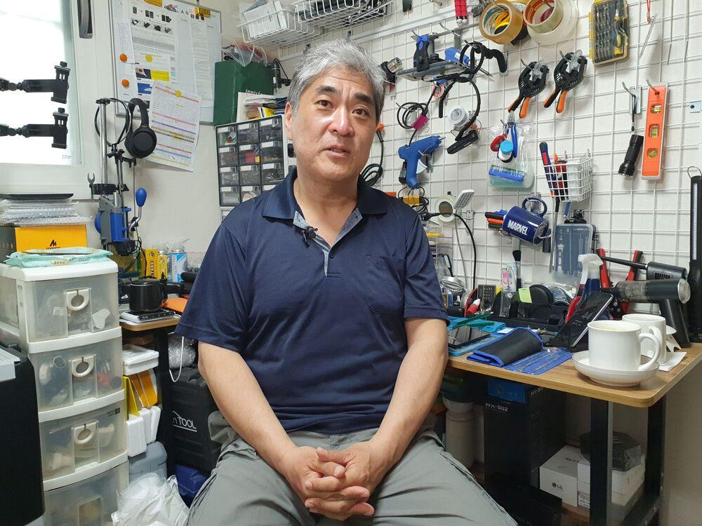23 yılı aşkın süredir yaklaşık 90 ürün alan 53 yaşındaki Ryu, LG'nin telefonlarının tasarımını ve yaratıcı fonksiyonlarını beğendiğini ama asıl ses kalitesine hayran kaldığını anlattı.