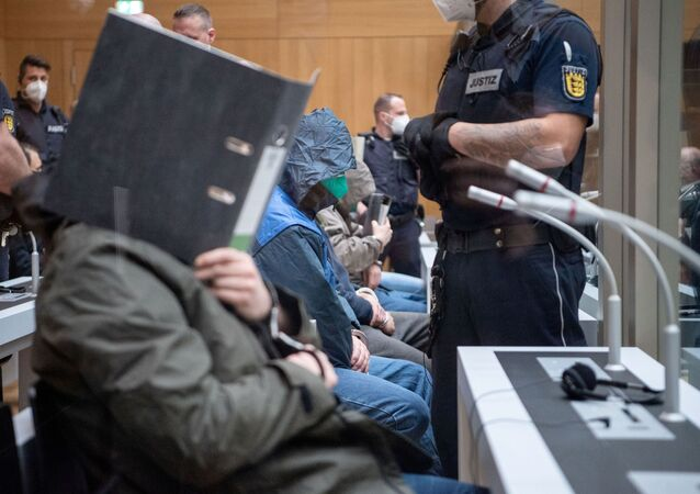 Almanya'da aşırı sağcı 'Gruppe S'in (S Grubu) 12 üyesihakkındaki dava
