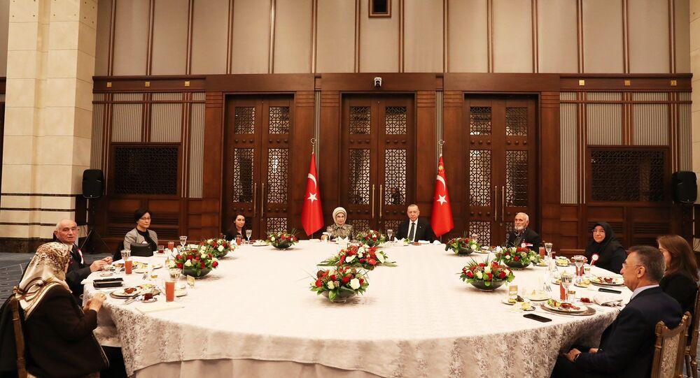Cumhurbaşkanı Erdoğan, Cumhurbaşkanlığı Külliyesi'nde kabine toplantısının ardından iftar programında şehit aileleri ile bir araya geldi.