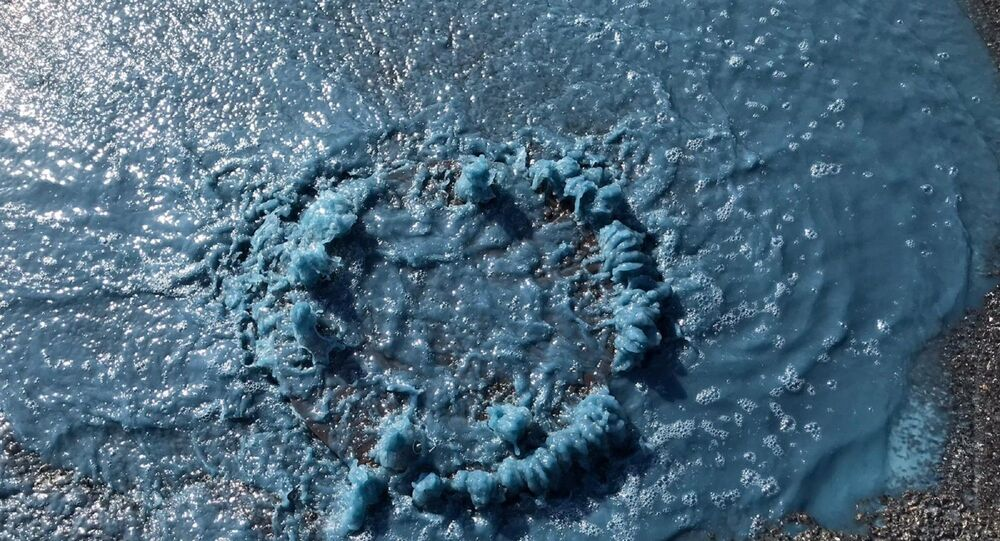 Esenyurt'ta rögardan fışkıran 'mavi su'