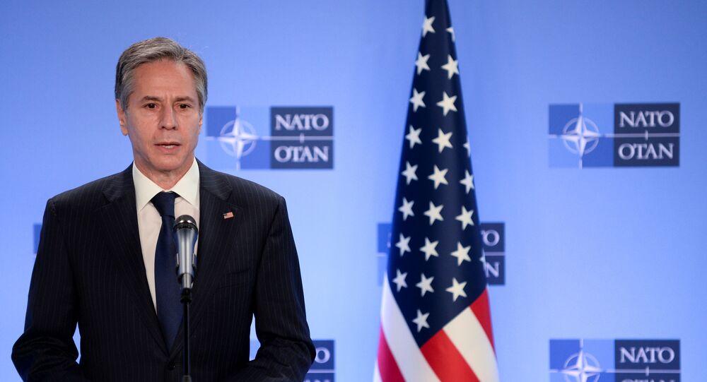 Brüksel'deki NATO karargahındaNATOGenel Sekreteri Jens Stoltenberg ile birlikte basın toplantısı düzenleyen ABD Dışişleri Bakanı Tony Blinken, Afganistan'dan çekilme açıklaması yaparken