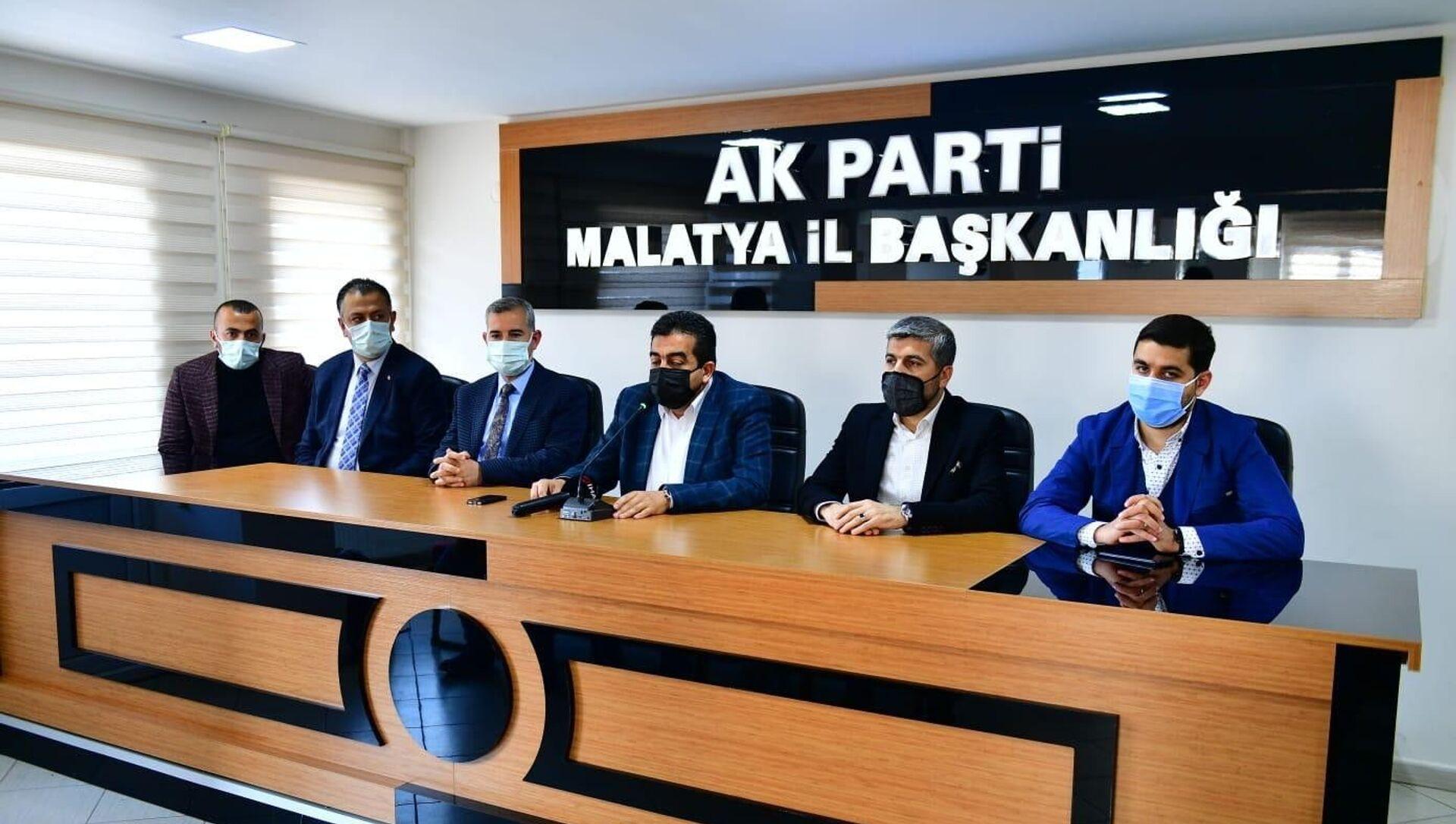 Yeşilyurt Belediye Başkanı Mehmet Çınar, Almanya'ya düzenlenen gezi ile ilgili yürütülen soruşturma kapsamında, geziye katılan başkan yardımcılarından Bekir Karakuş'un görevden alındığını açıkladı. - Sputnik Türkiye, 1920, 15.04.2021
