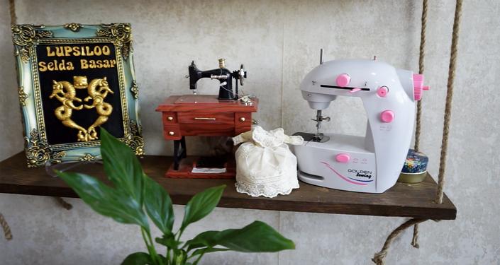 Cizre'de yaşayan Selda Başar, bir göz odada küçük bir makine ile olarak başladığı dikiş-nakış ile ilçedeki kadınlara ilham kaynağı oldu.