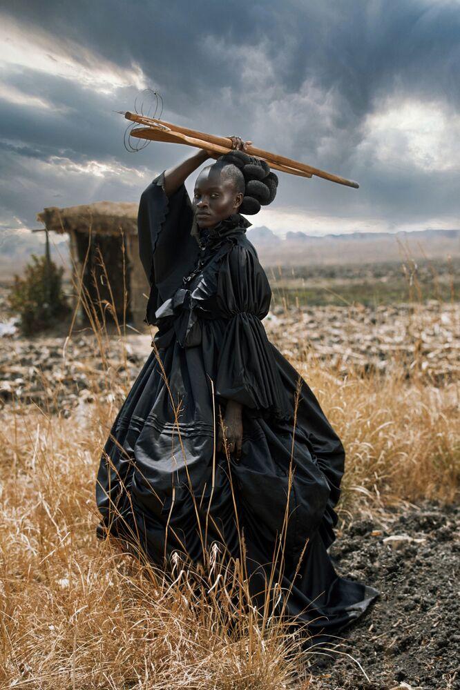 Yarışmanın Açık kategorisinde Yılın Fotoğrafçısı Ödülünü kazanan Zimbabve fotoğrafçı Tamary Kudita'nın çalışması