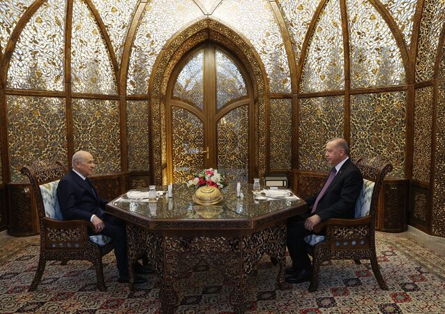 Cumhurbaşkanı ve AK Parti Genel Başkanı Recep Tayyip Erdoğan ile MHP Genel Başkanı Devlet Bahçeli, Özbek Otağı'nda iftarda bir araya geldi.