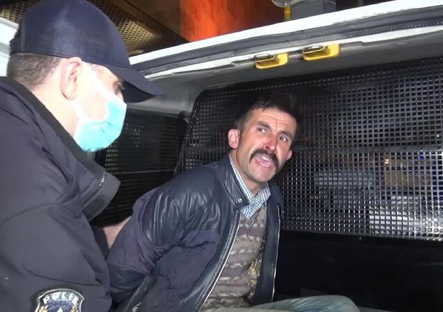Ulu Cami'ye balyozla saldıran kişi