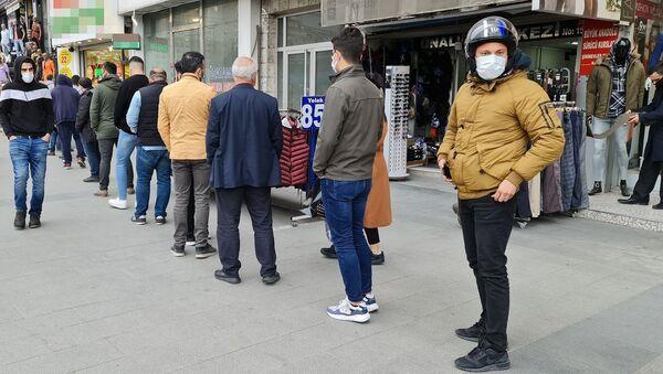 Ucuza satılan baklava kuyruğu - Sputnik Türkiye