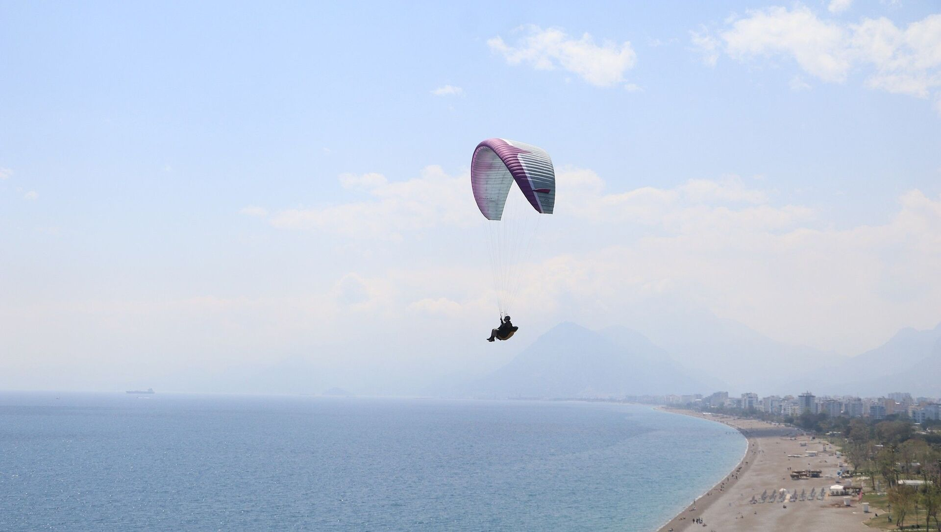 66 yaşındaki yamaç paraşütçüsü Ahmet İlter, Antalya - Sputnik Türkiye, 1920, 16.04.2021