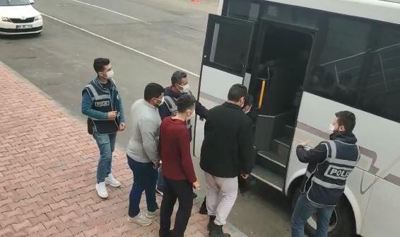 Tekirdağ'da 15 yaşında iken uygunsuz görüntüleriyle şantaj yapılan kız çocuğuyla zorla birliktelik yaşadıkları iddia edilen 9 kişiden 7'si tutuklanırken, diğer 2 şüpheli ise yurtdışı yasağı ve adli kontrol tedbiri uygulanarak serbest bırakıldı.