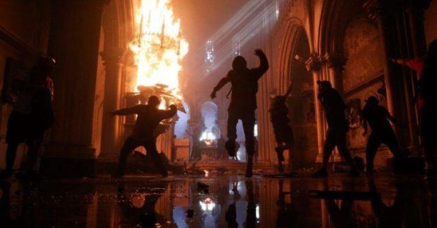 Şili'nin Araucania bölgesinde bir kilise kimliği belirsiz kişiler tarafından yakıldı.