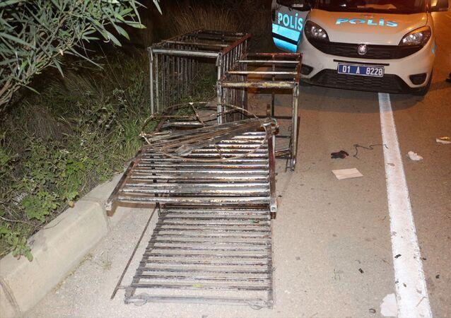 Adana'da bir hastanenin deposundan raf çaldığı öne sürülen iki zanlı yakalandı.