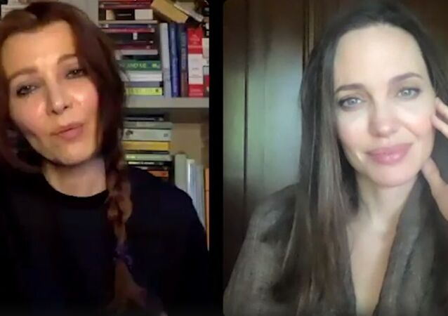 Elif Şafak, Angelina Jolie