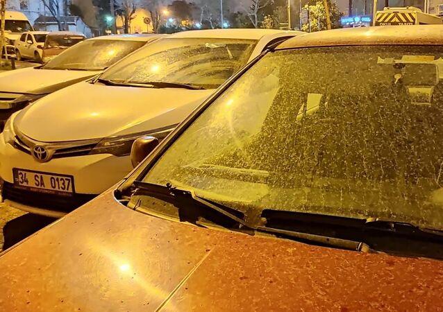 İstanbul'da çamur yağışı, toz taşınımı