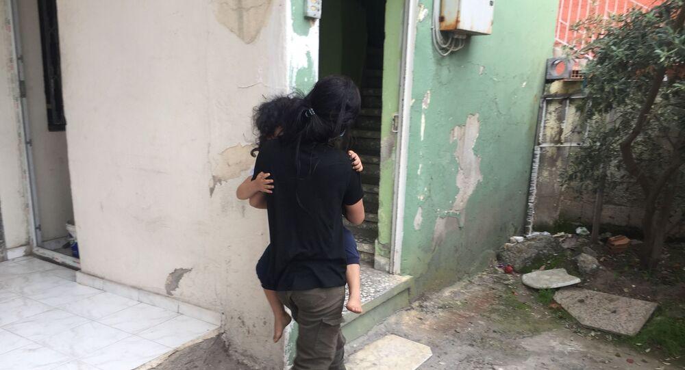 Adana, anne babası tarafından evde tek başına bırakılan 4 yaşındaki kız çocuğu