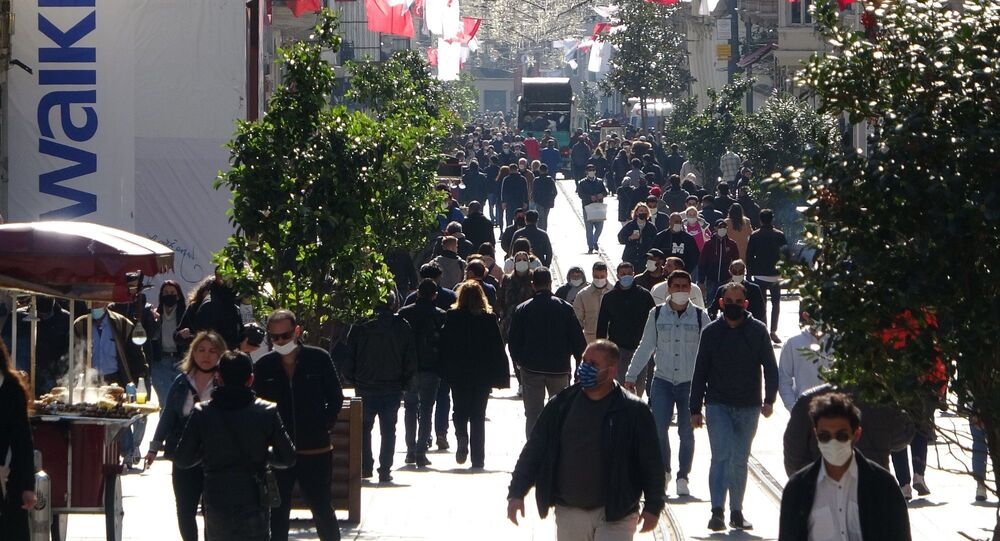 İstanbul - İstiklal caddesi - koronavirüs - maske