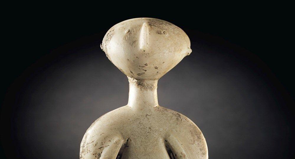 'Guennol Stargazer' (Guennol Yıldız Gözlemcisi ya da Yıldız Avcısı) diye bilinen heykelcik