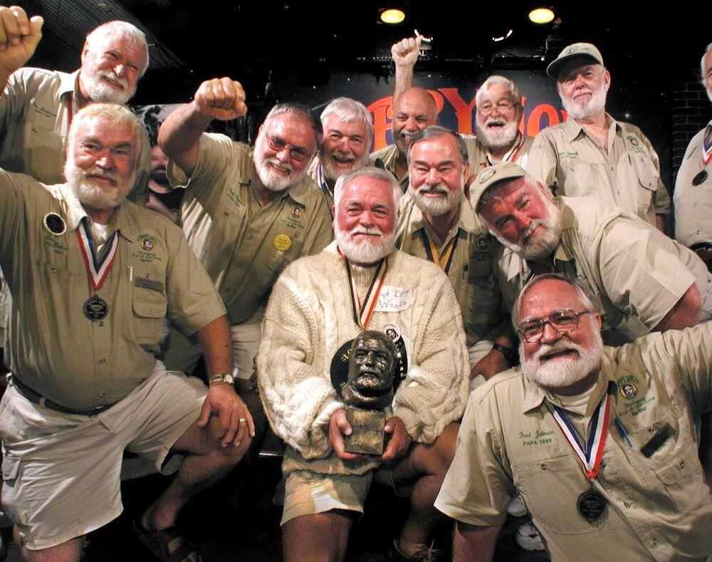 ABD'nin Florida eyaletinde düzenlenen kısa öykünün ustası sayılan Amerikalı yazar Ernest Hemingway'ın Benzerleri Yarışması'nın katılımcıları