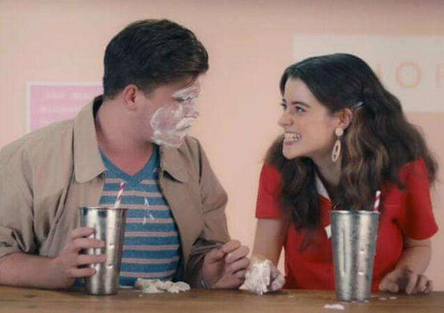 Avustralya'da milkshakeli cinsel eğitim videosu tepkilerin ardından kaldırıldı