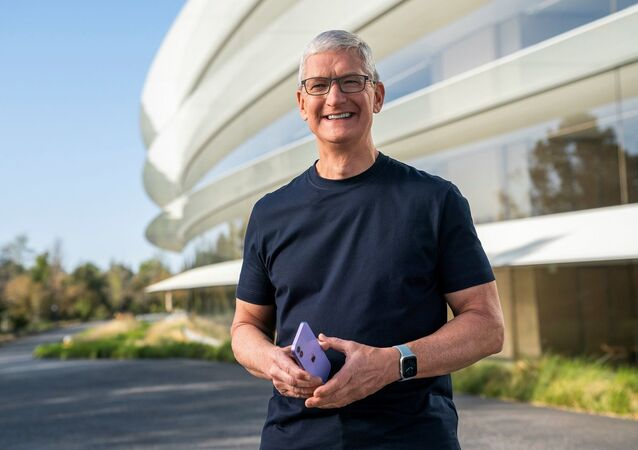 ABD'li teknoloji devi Apple'ın, Kovid-19 salgını nedeniyle çevrim içi olarak gerçekleştirdiği lansman, şirket CEO'su Tim Cook'un sunumu ile başladı.