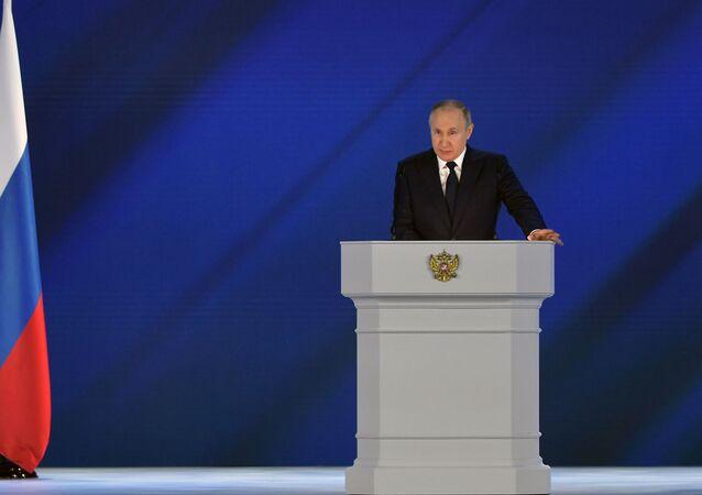 Putin, parlamento üyelerine sesleniş konuşmasını yapıyor