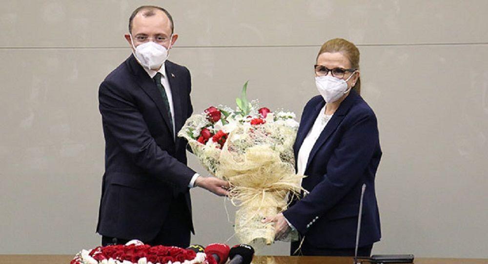 Ticaret Bakanlığı görevine atanan Mehmet Muş, düzenlenen devir teslim törenin ardından görevine başladı