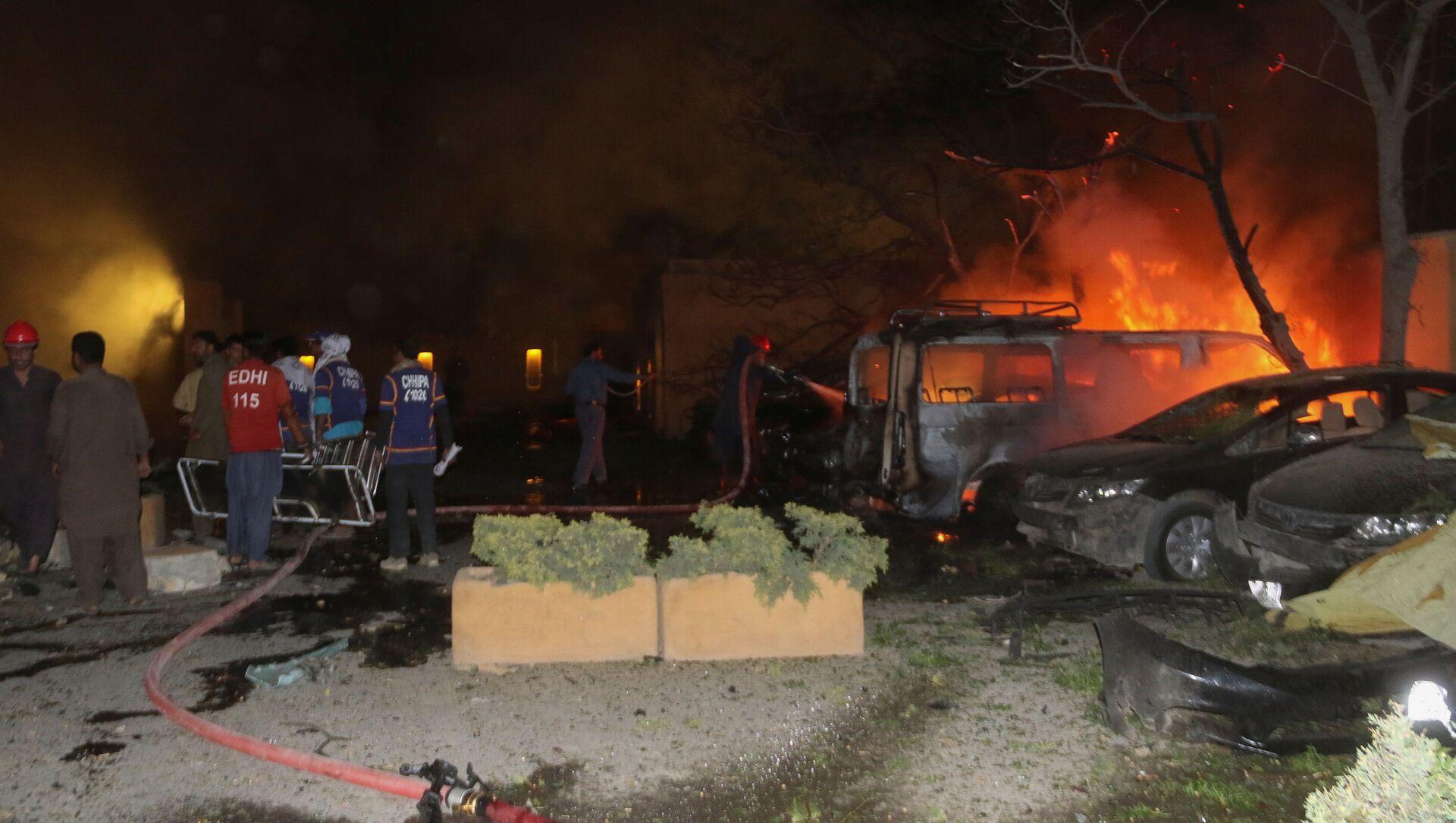 Pakistan'ın Belucistan eyaletinin Ketta şehrinde bir otelin otoparkında meydana gelen patlamada, ilk belirlemelere göre aralarında bir polisin de bulunduğu 4 kişi öldü, 12 kişi yaralandı. - Sputnik Türkiye, 1920, 21.04.2021