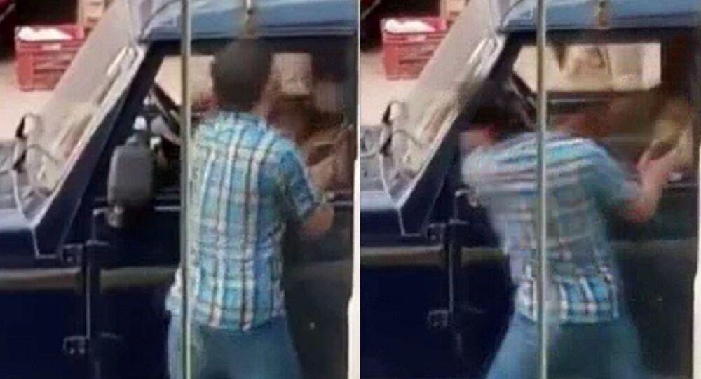 Hindistan'da bir kişi polise tokat atıp kaçtı