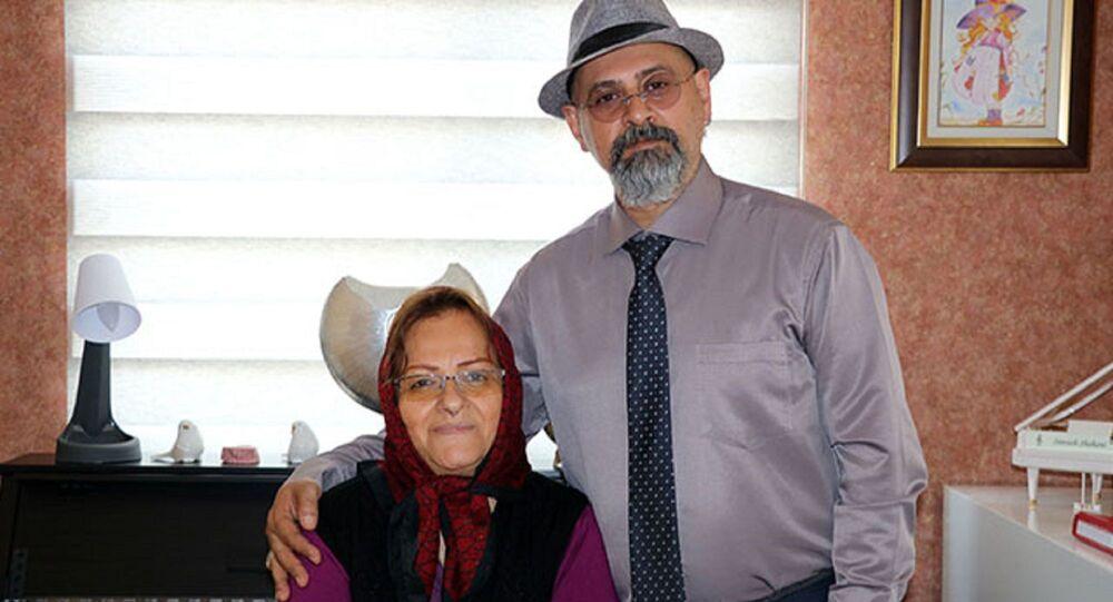 Peri Şahbaz ve oğlu Siyaveş Shahani