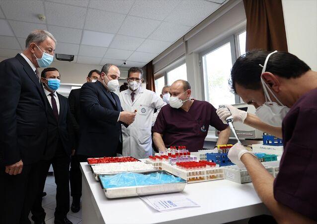 Sanayi ve Teknoloji Bakanı Mustafa Varank ile Milli Savunma Bakanı Hulusi Akar,